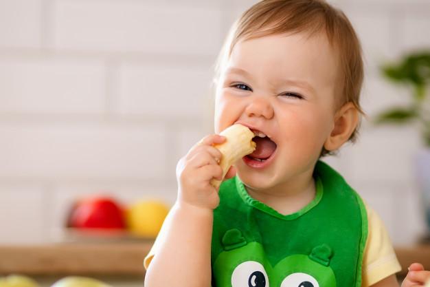 7 Cara Memperkenalkan MPASI Pada Bayi Usia 6 Bulan