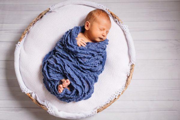 bayi dibedong