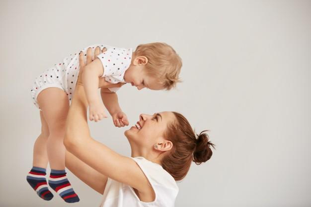 perkembangan bayi usia 4 sampai 6 bulan